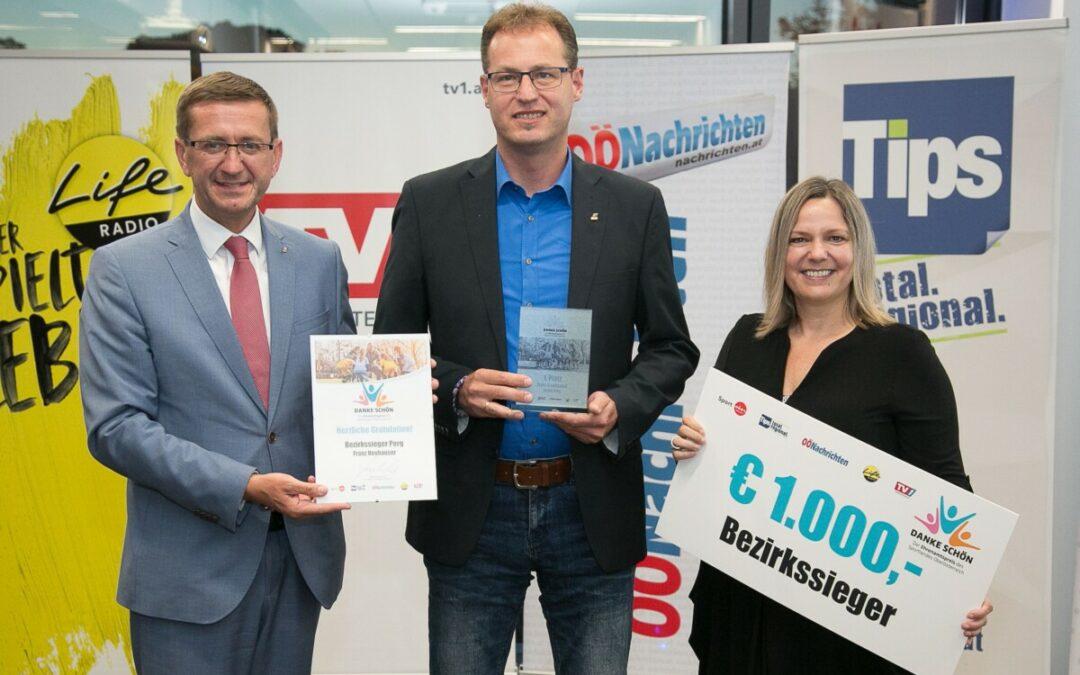 """Gratulation und ein großes """"Dankeschön"""": Ehrenamtspreis für Franz Neuhauser"""